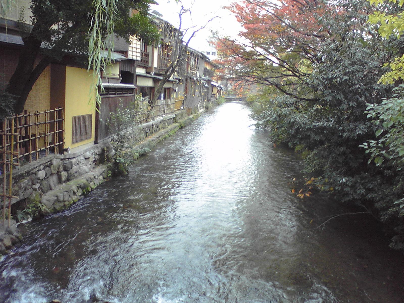 祇園、巽橋の上から